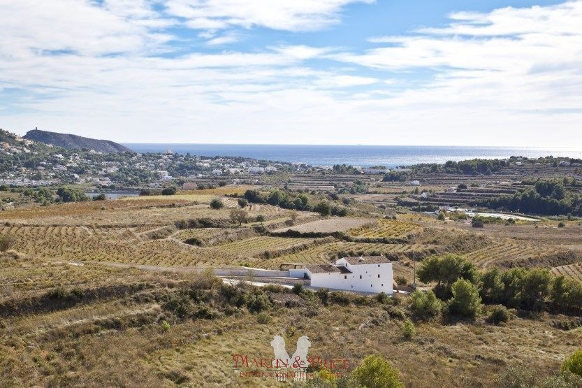 Rustic plot for sale in Moraira with sea views